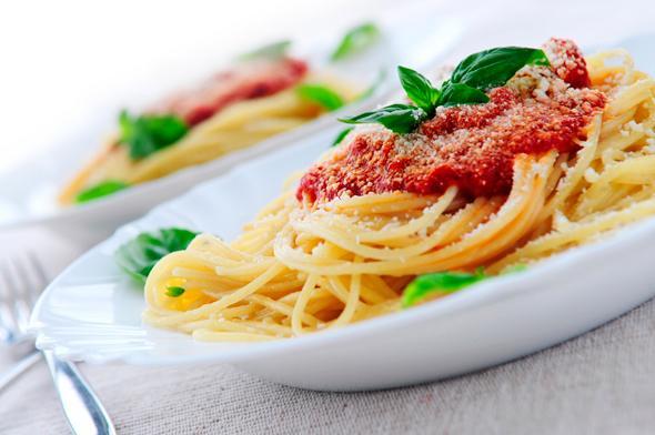Pasta_met_tomatensaus_en_ketjap-1-size-3